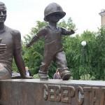 Памятник металлургам «Преемственность поколений»