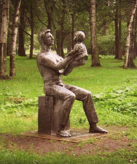 Памятник счастливому отцу, г. Санкт-Петербург. Фото: petersburglike.ru